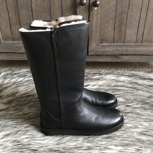 c015a3e275c ✨New Women's Abree II Leather in Black✨
